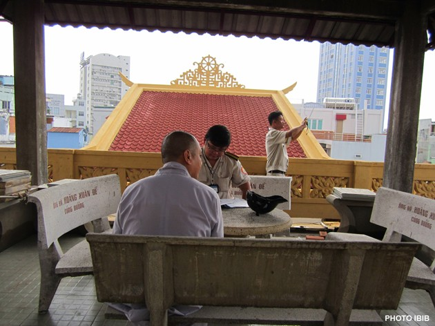 Local authorities threaten to cut electricity and water in UBCV Executive Institute at the Giac Hoa Pagoda in Saigon