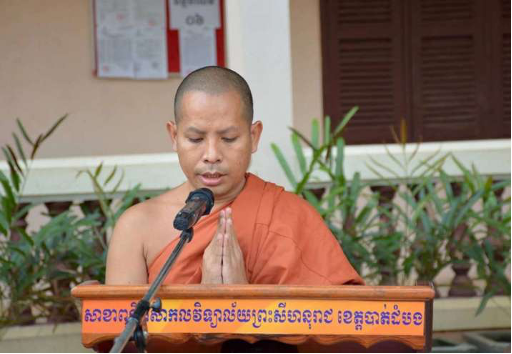 Buddhist Monks, Volunteers Offer Relief Amid Floods, Pandemic Risk in Cambodia